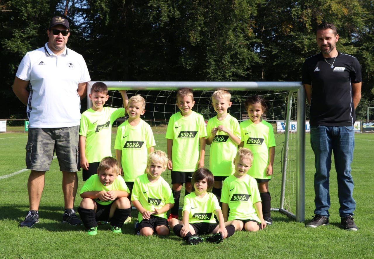 Mannschaftsfoto der neuformierten Bambinis bei ihrem ersten Spiel